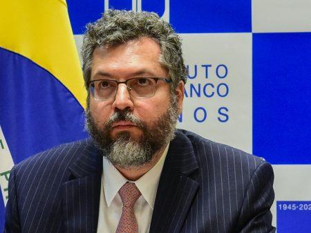 Ministério assume que intercedeu no caso da fuga de Weintraub