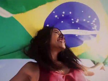 """""""Vamos recuperar nossas cores"""", diz Felipe Neto sobre uso da bandeira do Brasil"""