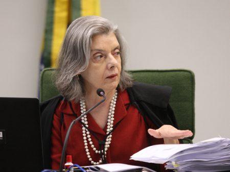 Cármen Lúcia encaminha notícia-crime contra Damares para a PGR