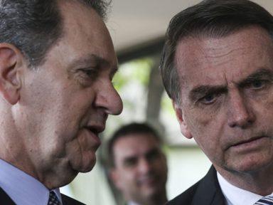 """Queiroz foi para casa por """"risco"""" de Covid e deputado morre de Covid na cadeia"""