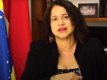 """""""Não há nenhum debate sobre fusão do PCdoB com o PSB"""", afirma Luciana"""