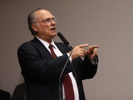 """Freire sobre os Bolsonaros: """"esquema das rachadinhas era organizado em família"""""""