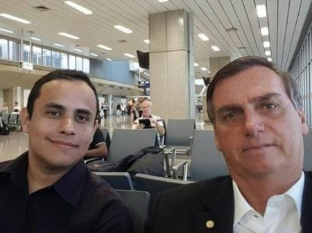 Assessor de Bolsonaro é o autor de páginas caluniosas deletadas pelo Facebook