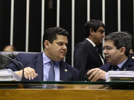 Senador pede a Alcolumbre devolução do novo veto de Bolsonaro ao uso de máscara