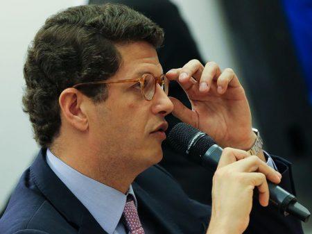 MPF pede na Justiça o afastamento do ministro do Meio Ambiente