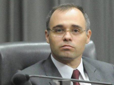 Ministro sonega ao STF dados sobre espionagem contra 579 servidores