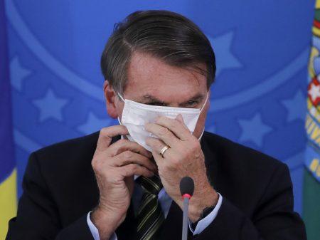 Congresso derruba vetos de Bolsonaro às máscaras e à proteção dos indígenas