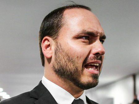 """Há indícios de que Carlos Bolsonaro cometeu crime de peculato"", aponta o MP-RJ"