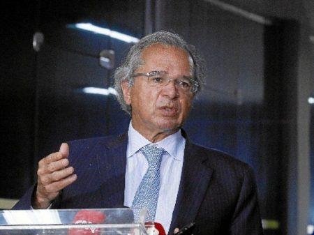 Com equipe em debandada, Guedes ameaça Bolsonaro com predição de impeachment