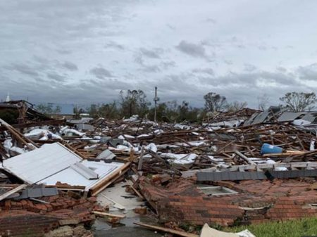 Furacão atinge Luisiana após Trump cortar recursos à calamidade