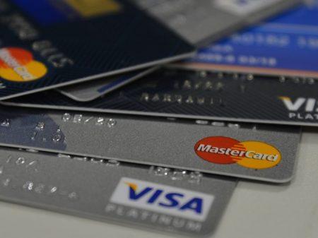 Senado limita juro do cartão e do cheque especial