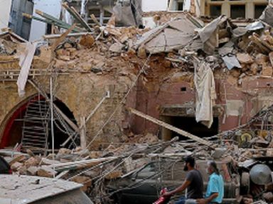 Líbano decreta estado de emergência e 16 funcionários do porto são presos
