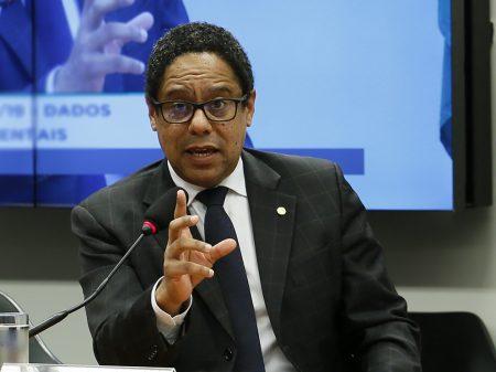 Boicote de Bolsonaro à ajuda emergencial e às empresas afundou PIB no 2º trimestre, diz Orlando