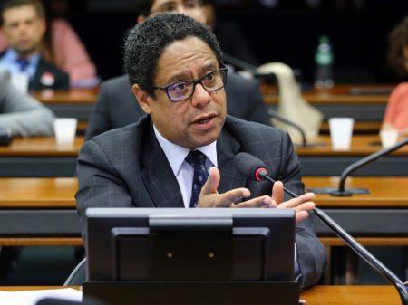 Orlando Silva comemora vigência mantida da Lei de Proteção de Dados