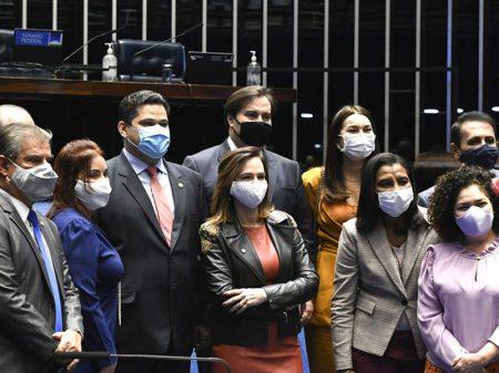 Congresso promulga Fundeb, mas cortes de Bolsonaro ameaçam a Educação