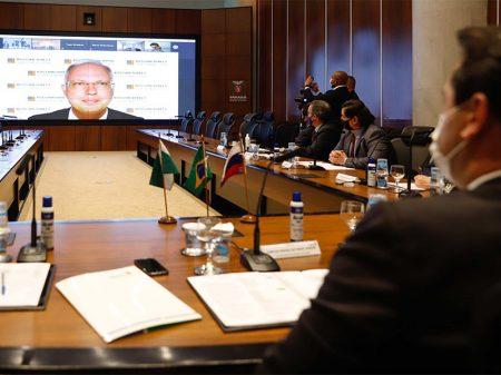 Paraná e Rússia assinam acordo para estudar vacina contra Covid-19