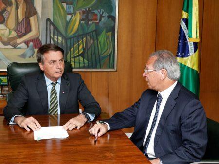 Guedes não comparece a evento de Bolsonaro e cresce rumor de sua fritura