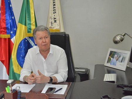 'Bolsonaro nega queimadas na Amazônia que o Inpe prova', critica Virgílio