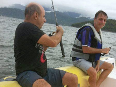 Queiroz depositou R$ 72 mil em 21 cheques para Michelle Bolsonaro