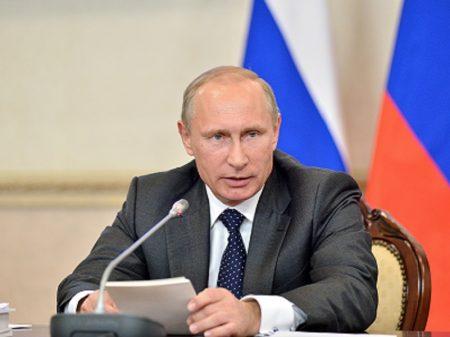 """Putin: no diálogo entre bielorrussos, as questões internas """"se resolverão pacificamente"""""""