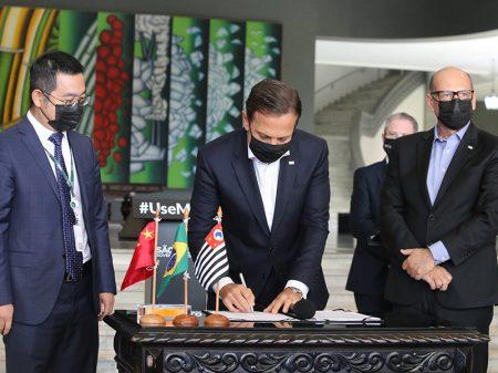 São Paulo e China assinam acordo por 46 milhões de doses da CoronaVac até dezembro