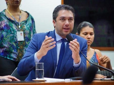 """""""Não é justo com o povo brasileiro abrir mão das dívidas das igrejas"""", afirma deputado do PSDB"""