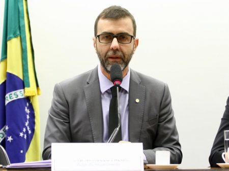 Abaixo-assinado de artistas pede que Freixo reconsidere e se candidate a prefeito