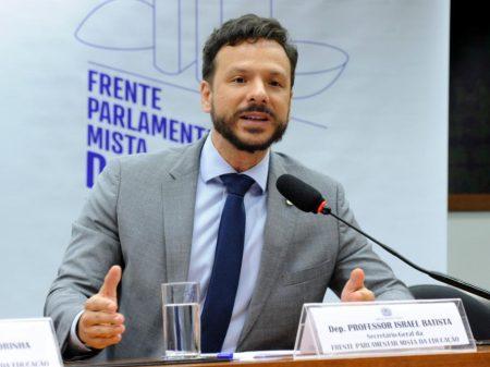 """""""Reforma de Bolsonaro e Guedes é retrocesso, não aperfeiçoa o serviço público"""", afirma deputado"""