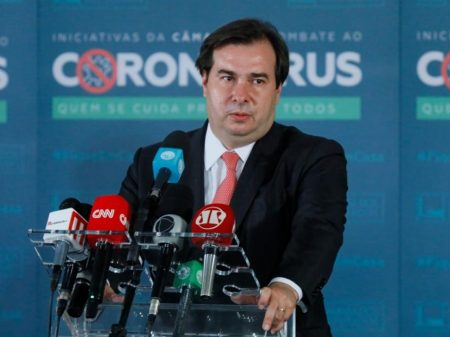Rodrigo Maia anuncia que está com Covid-19