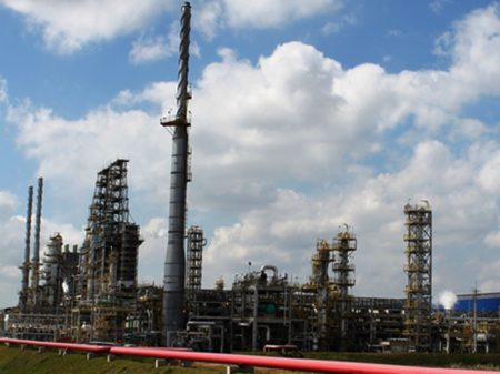 STF julga ação contra venda de refinarias