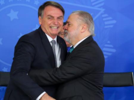 Em armação com Bolsonaro, Aras anuncia para janeiro o fim da Lava Jato