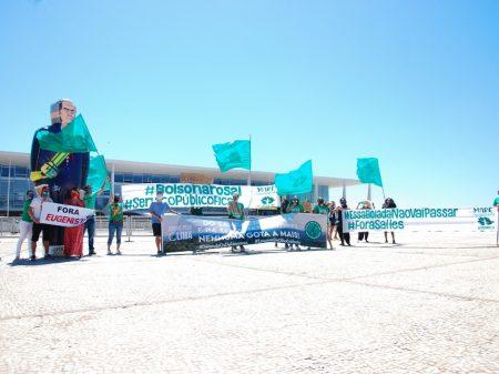 Servidores fazem ato e denunciam destruição do meio ambiente pelo governo