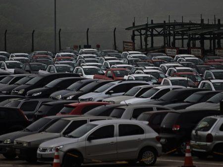 Produção industrial cai 9,6% no ano, diz IBGE