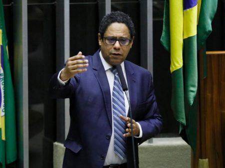 Orlando Silva propõe pena de até 5 anos para os crimes de fake news
