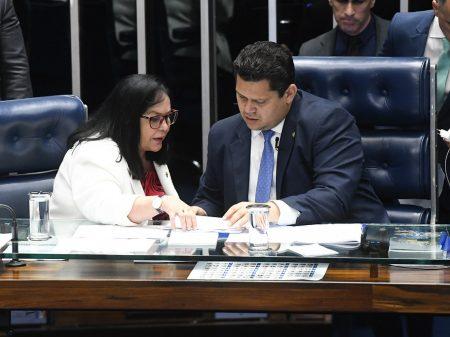 Senadora anuncia PEC pela reeleição nas presidências  da Câmara e do Senado