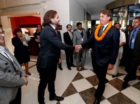 Amigo dos Bolsonaros volta ao governo após demissão por usar avião da FAB