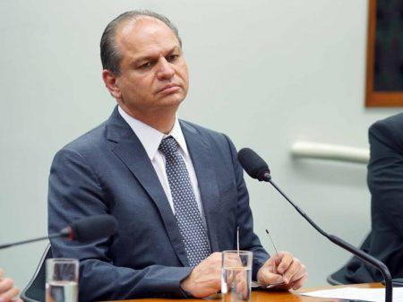 Líder do governo ataca a Carta de 88 e é repudiado por Maia, Moro, parlamentares e juízes