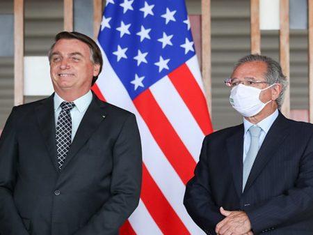 """Bolsonaro assina """"protocolo"""" de submissão aos EUA"""