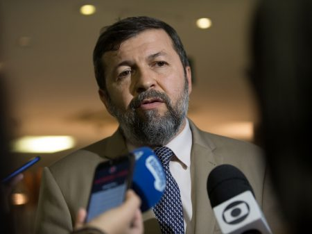 """Vice de Sarto, Élcio Batista defende """"investimentos em saúde e educação nas comunidades"""""""