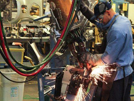 Produção industrial acumula queda de 8,6% no ano