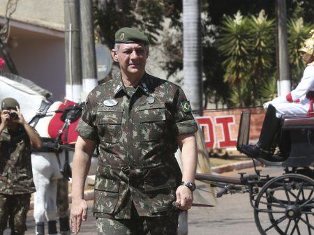 A soberba de um governante piromaníaco, diz general Rêgo Barros