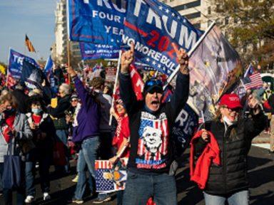Trumpistas ressentidos com a derrota fazem ato desmilinguido