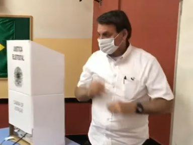 Candidatos de Bolsonaro fracassam e ele insinua que a causa foram as urnas eletrônicas