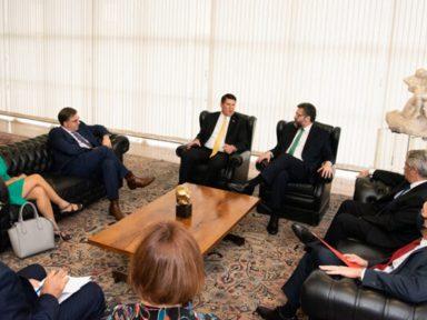 Bolsonaro se submete a Trump contra 5G da China