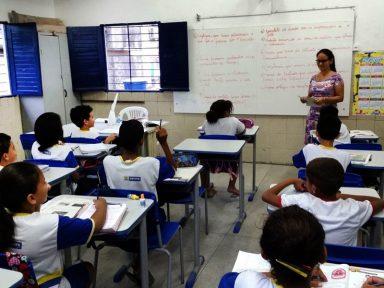 Bolsonaro arrocha gasto com educação básica
