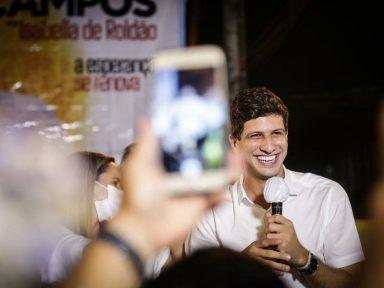 Recife: Ibope mostra João Campos crescendo e empatado com Marília
