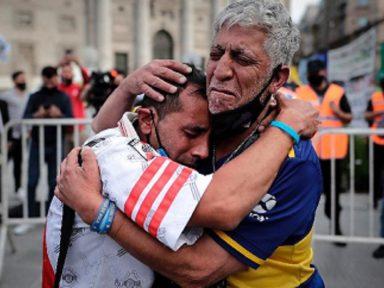 O ato de amor do povo a Maradona
