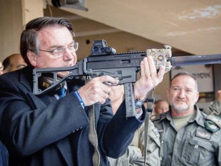 Governo ameaça indústria  com importação de armas
