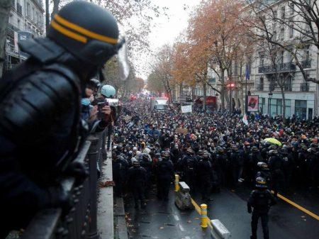Lei de exceção de Macron tem novo sábado de repúdio na França
