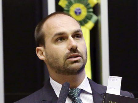 PGR investiga Eduardo Bolsonaro por compra de apartamentos com dinheiro vivo